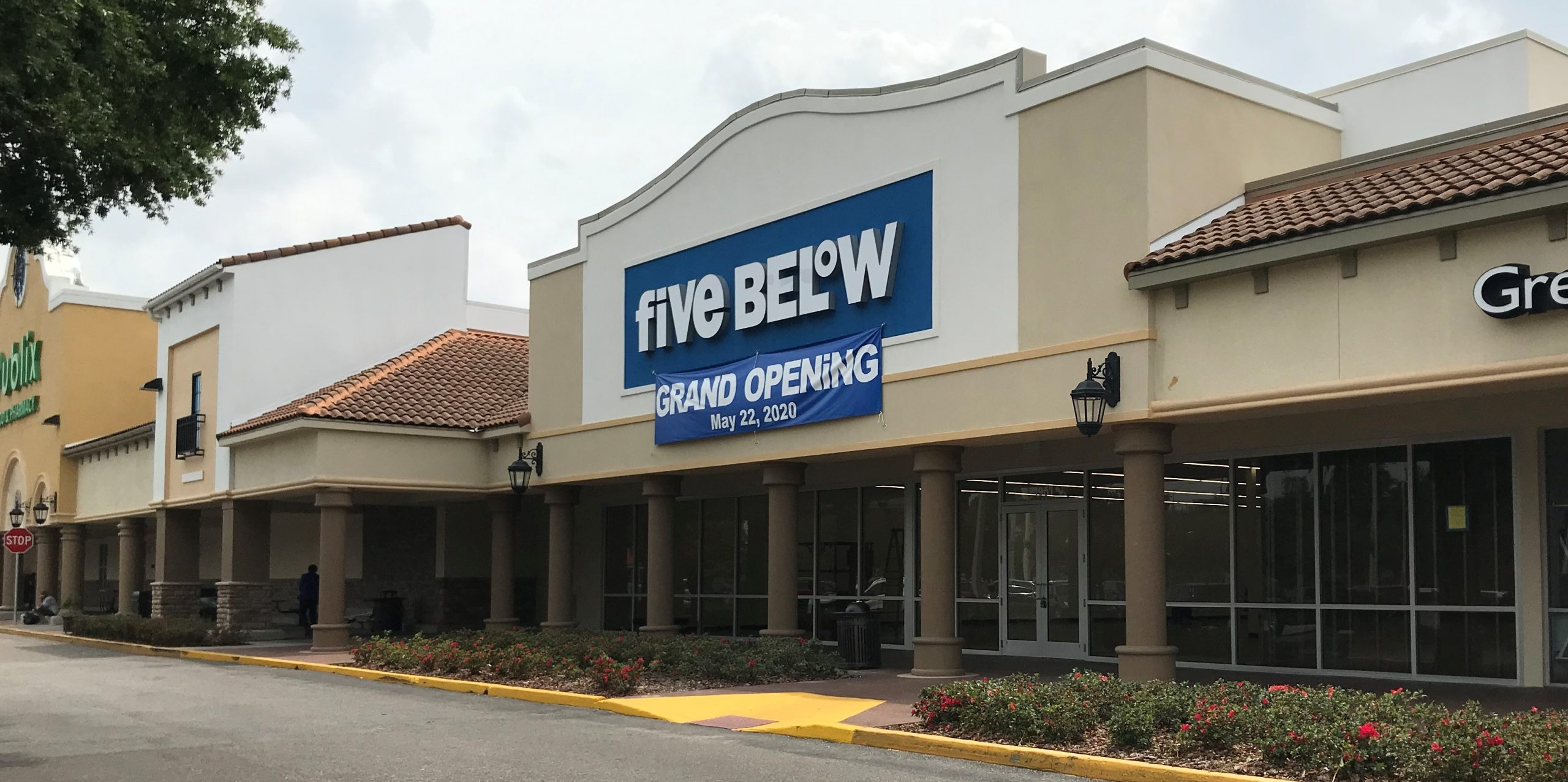 FIVE BELOW – VALRICO, FL